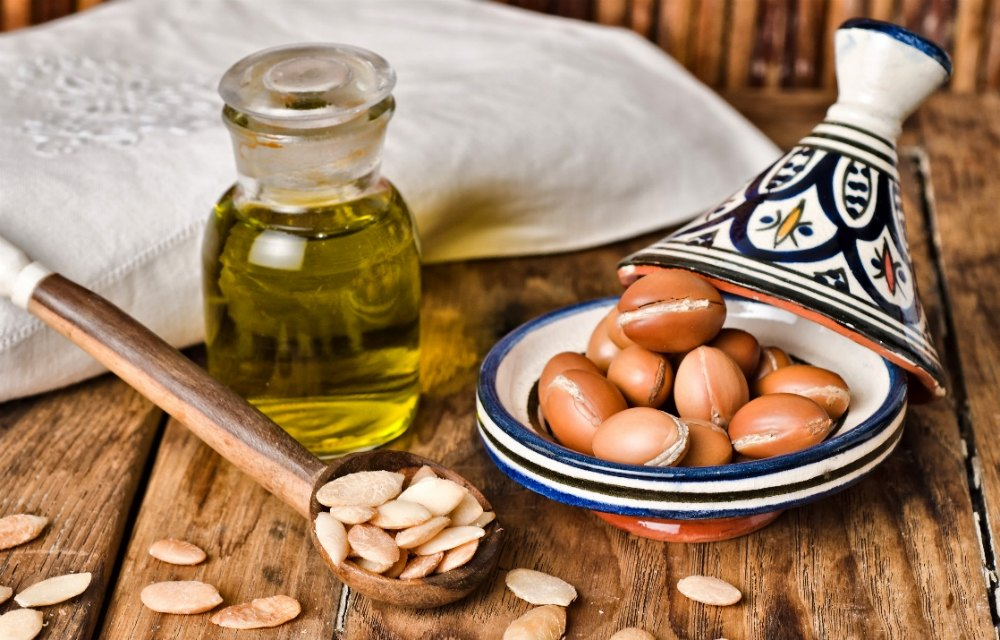 http://selfcarer.com/wp-content/uploads/2015/12/Uses-for-Argan-Oil.jpg