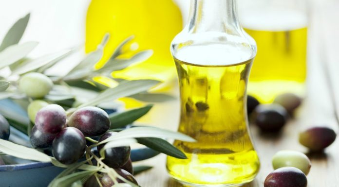 Oils for Moisturizing Acne Prone Skin